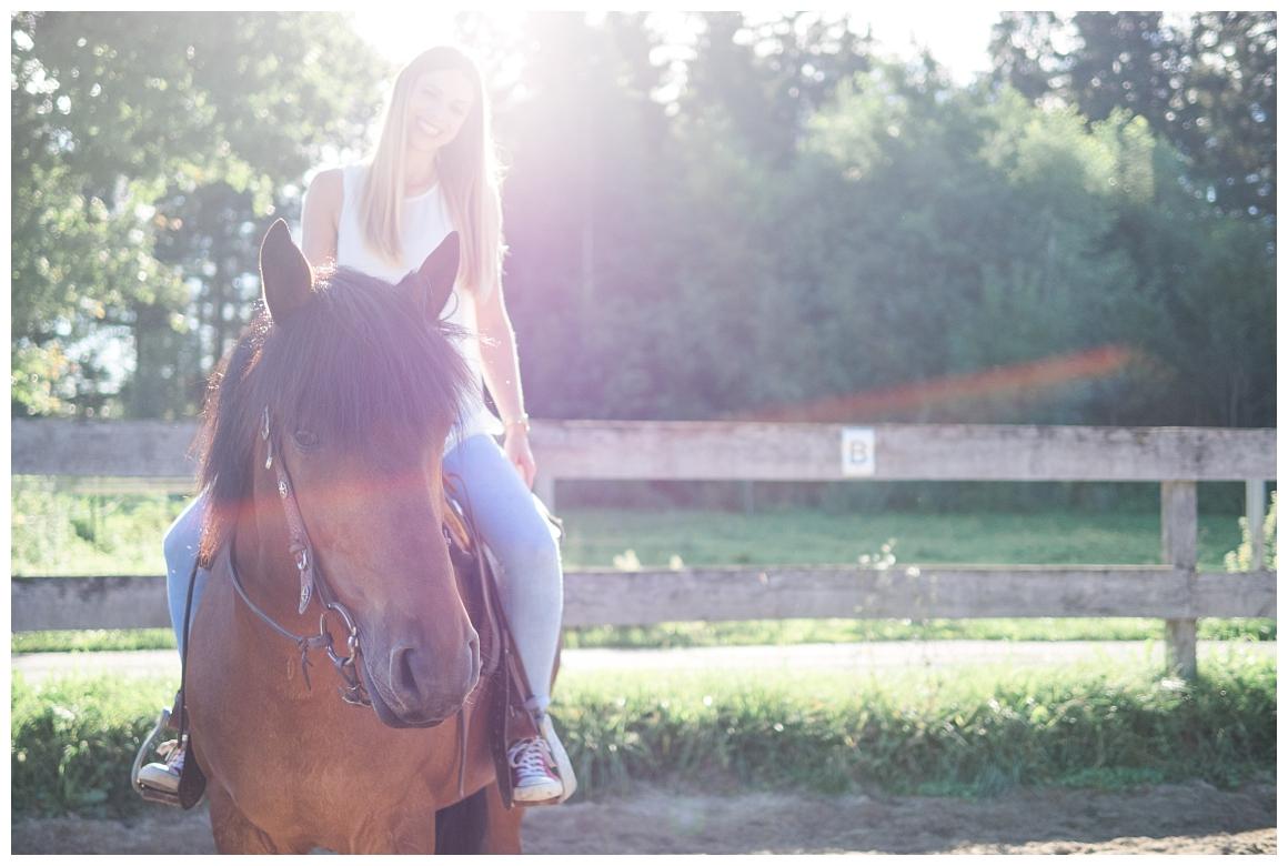 katrin-kind-portrait-fotografie-mit-pferd-muenchen-rosenheim_0019.jpg
