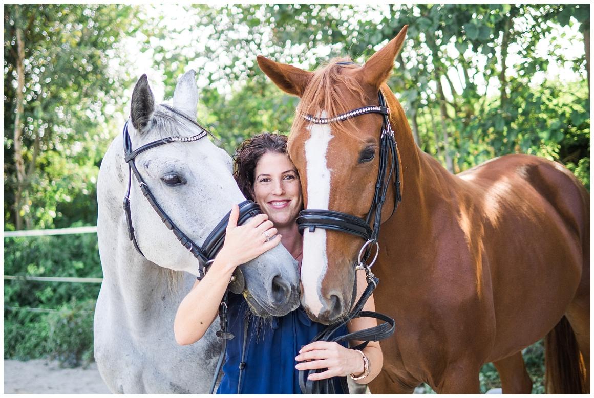 portraitfotos-mit-pferd-pferdefotograf-münchen-rosenheim-natürliche-fotos-katrin-kind-photography_0015.jpg