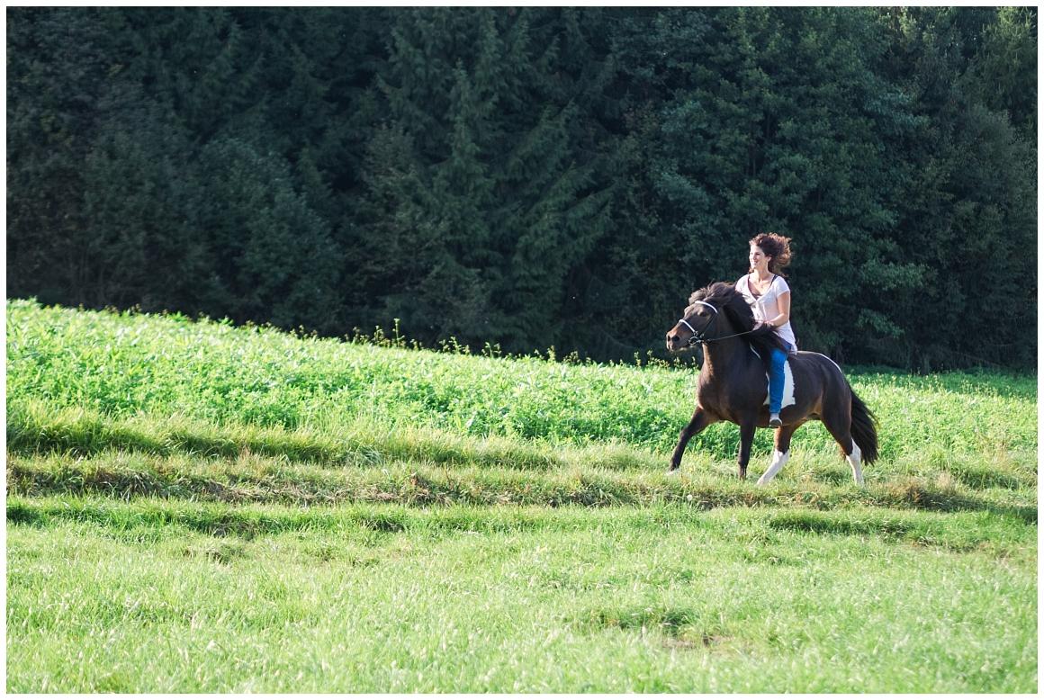 portraitfotos-mit-pferd-pferdefotograf-münchen-rosenheim-natürliche-fotos-katrin-kind-photography_0026.jpg