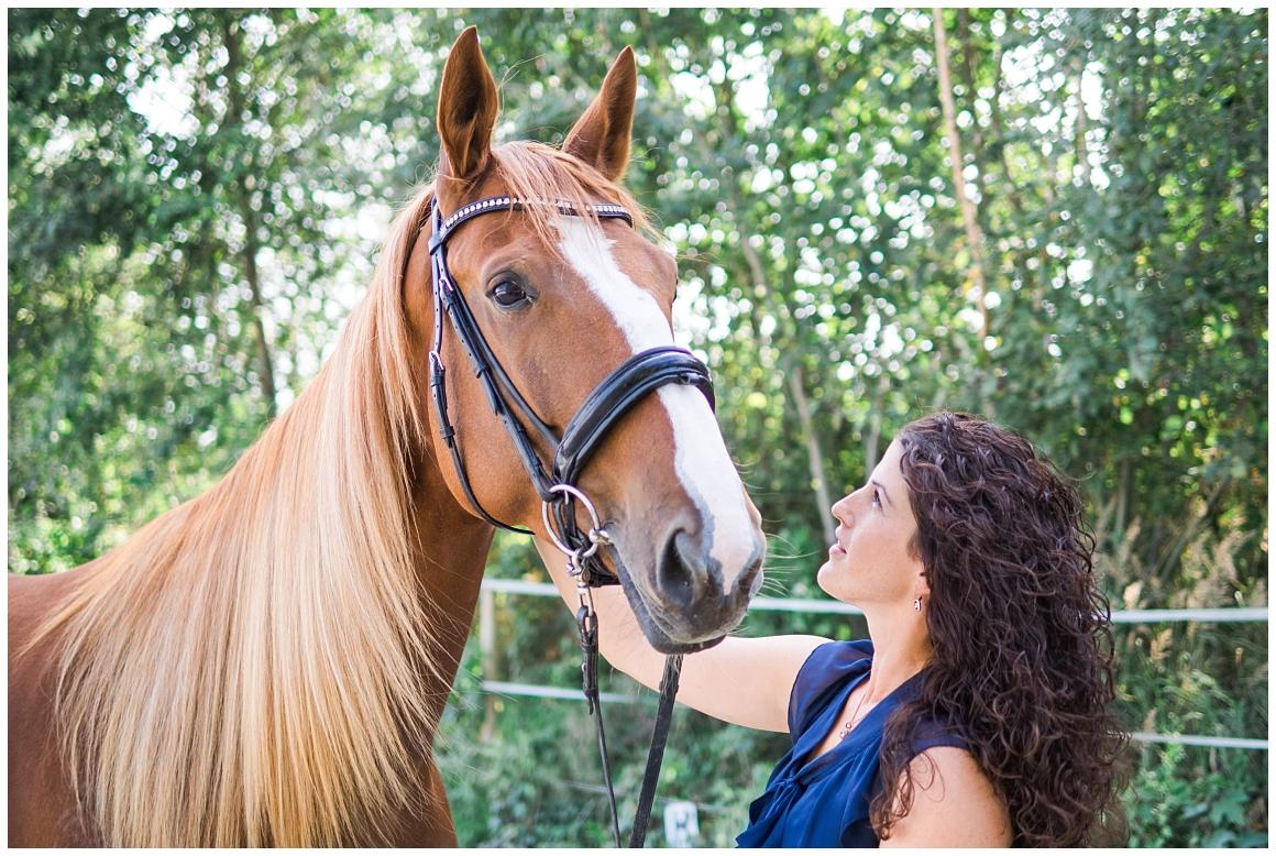 portraitfotos-mit-pferd-pferdefotograf-münchen-rosenheim-natürliche-fotos-katrin-kind-photography_0007.jpg