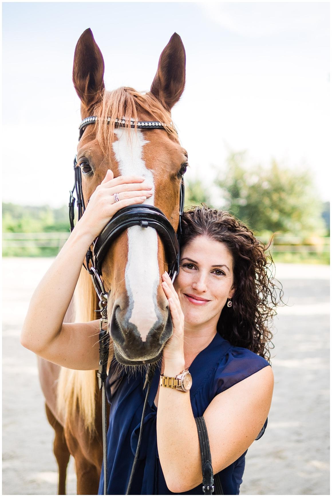 portraitfotos-mit-pferd-pferdefotograf-münchen-rosenheim-natürliche-fotos-katrin-kind-photography_0010.jpg