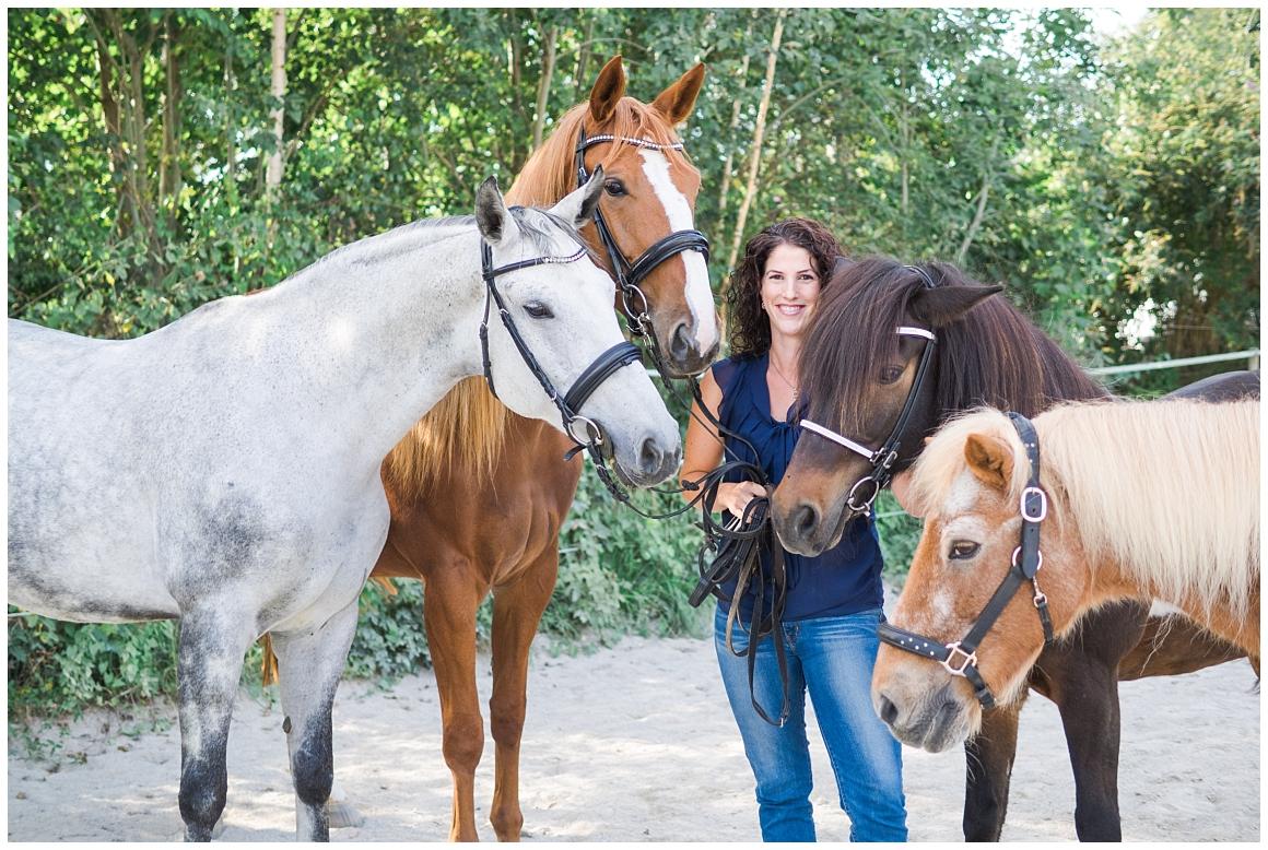 portraitfotos-mit-pferd-pferdefotograf-münchen-rosenheim-natürliche-fotos-katrin-kind-photography_0017.jpg