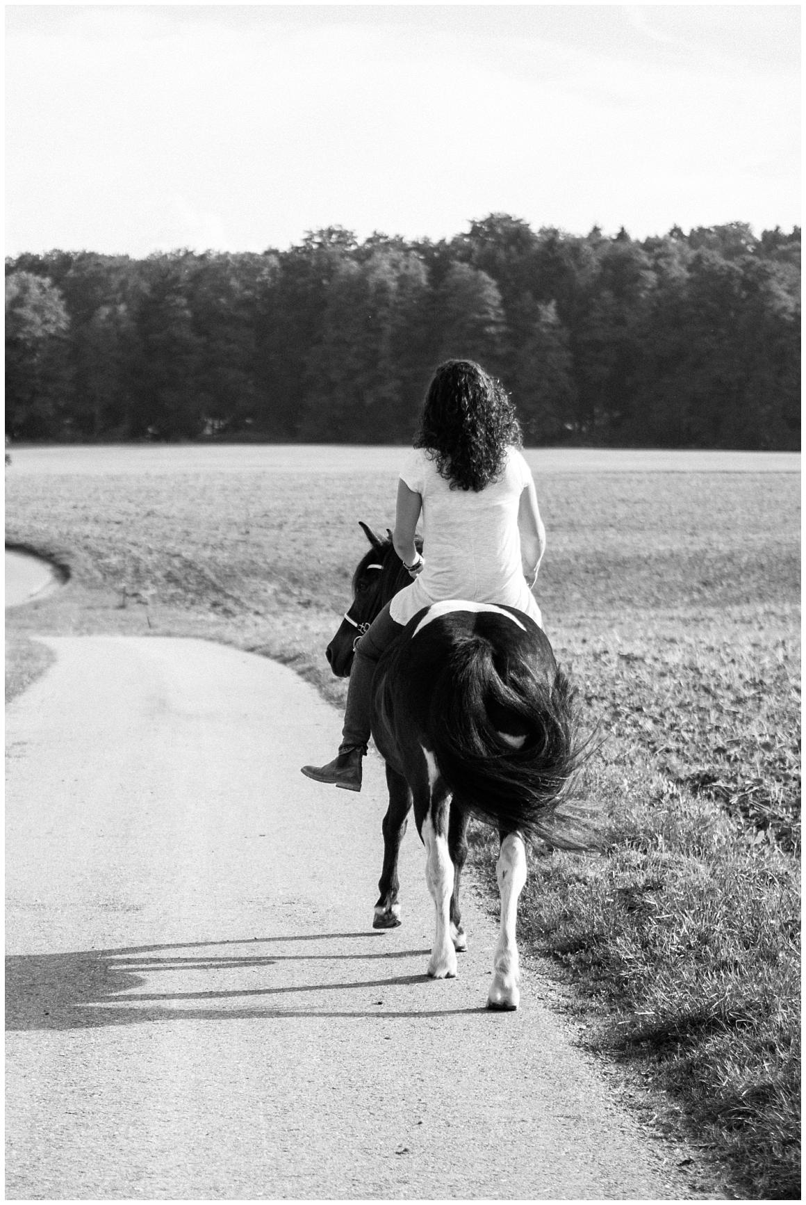 portraitfotos-mit-pferd-pferdefotograf-münchen-rosenheim-natürliche-fotos-katrin-kind-photography_0021.jpg