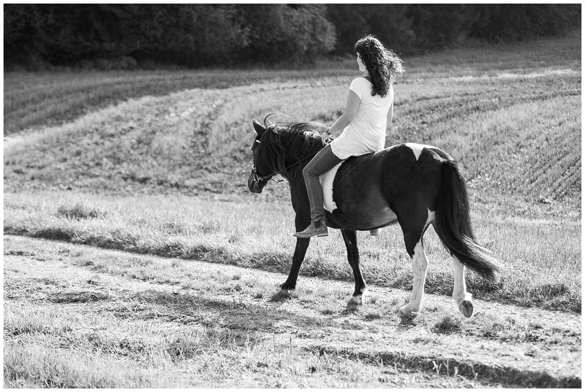 portraitfotos-mit-pferd-pferdefotograf-münchen-rosenheim-natürliche-fotos-katrin-kind-photography_0024.jpg