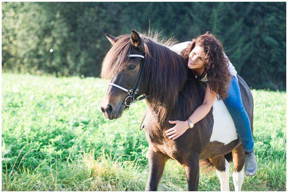 portraitfotos-mit-pferd-pferdefotograf-münchen-rosenheim-natürliche-fotos-katrin-kind-photography_0025.jpg