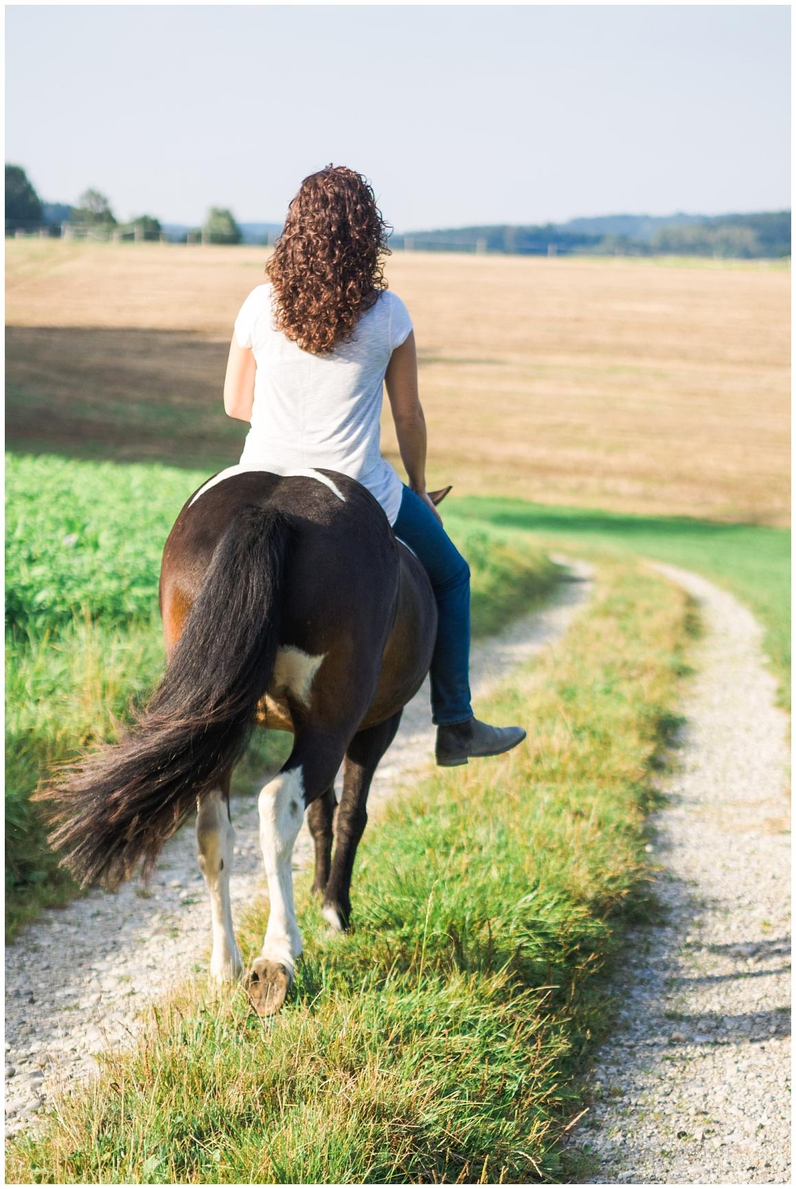portraitfotos-mit-pferd-pferdefotograf-münchen-rosenheim-natürliche-fotos-katrin-kind-photography_0027.jpg