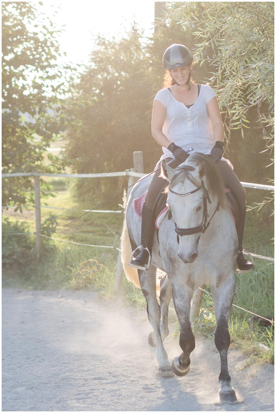 portraitfotos-mit-pferd-pferdefotograf-münchen-rosenheim-natürliche-fotos-katrin-kind-photography_0034.jpg