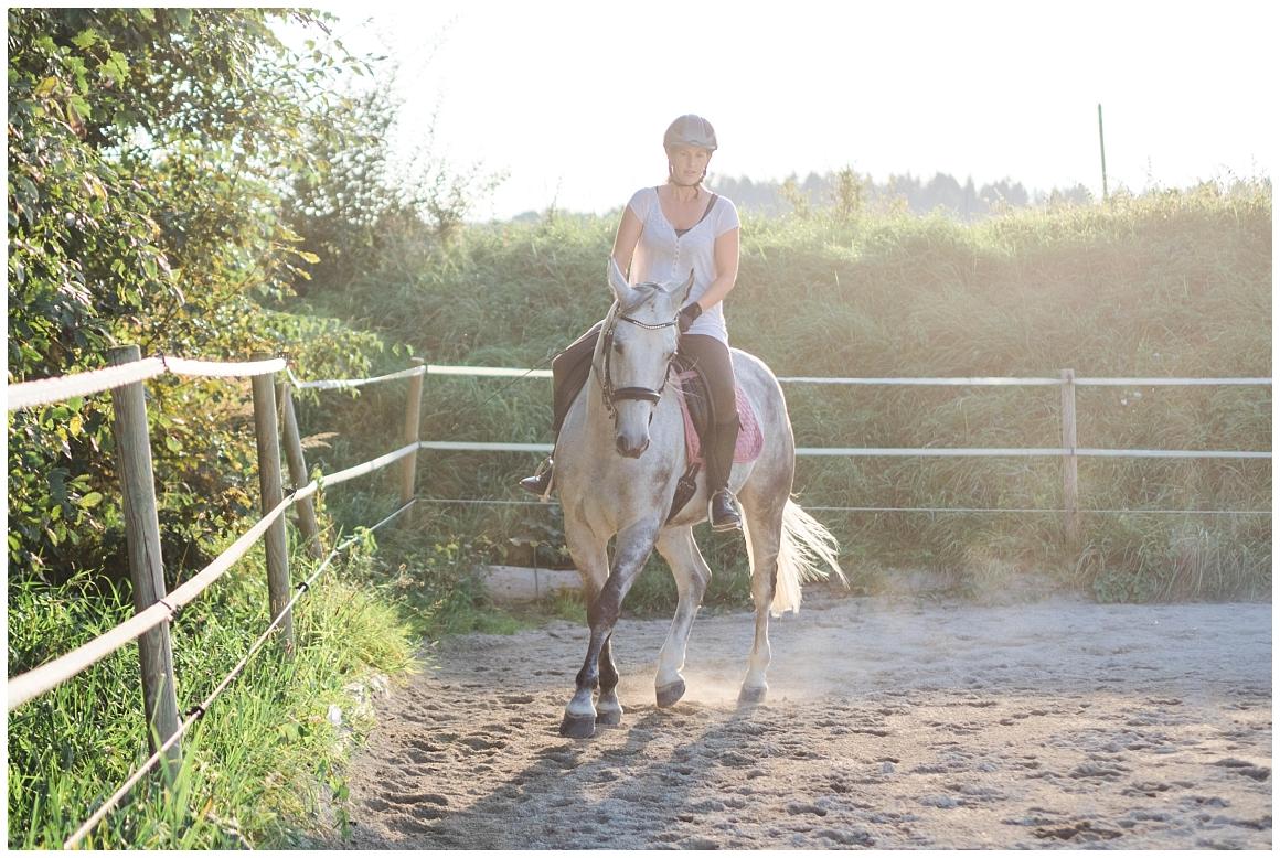 portraitfotos-mit-pferd-pferdefotograf-münchen-rosenheim-natürliche-fotos-katrin-kind-photography_0038.jpg