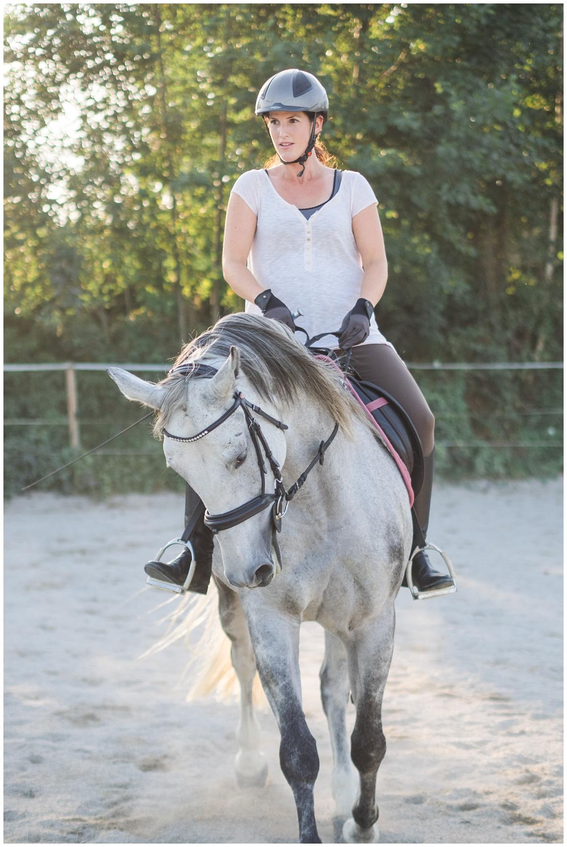 portraitfotos-mit-pferd-pferdefotograf-münchen-rosenheim-natürliche-fotos-katrin-kind-photography_0040.jpg