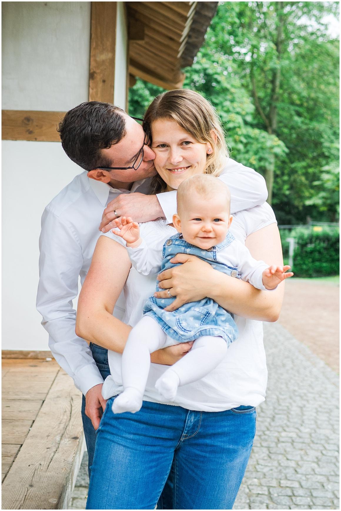portraitfotos-familie-familienfotograf-familienfotos-familienbilder-münchen-by-katrin-kind-photography_0001.jpg