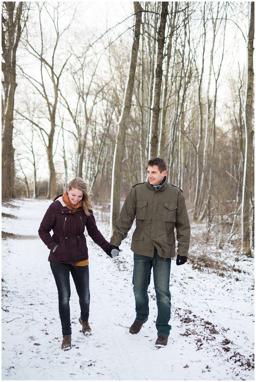 portraitfotograf-winterfotoshooting-winterportrait-paarportrait-paarfotos-pärchenfotos-natürliche-portraitfotos-münchen-rosenheim-by-katrin-kind-photography_0002.jpg