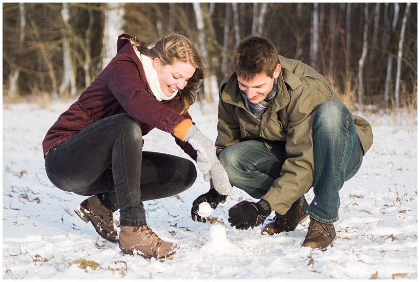 portraitfotograf-winterfotoshooting-winterportrait-paarportrait-paarfotos-pärchenfotos-natürliche-portraitfotos-münchen-rosenheim-by-katrin-kind-photography_0018.jpg