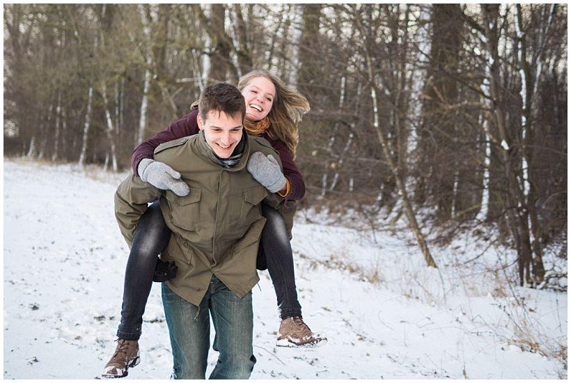 portraitfotograf-winterfotoshooting-winterportrait-paarportrait-paarfotos-pärchenfotos-natürliche-portraitfotos-münchen-rosenheim-by-katrin-kind-photography_0003.jpg