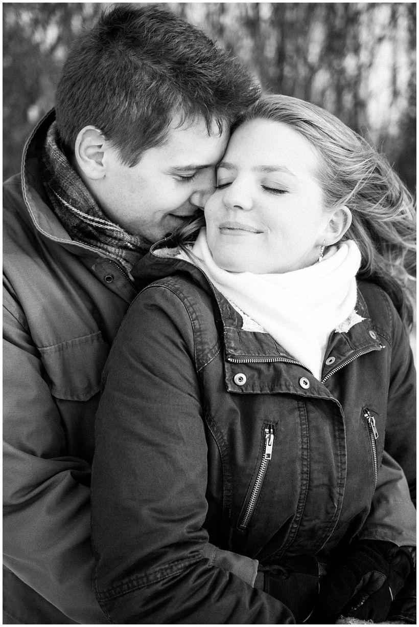 portraitfotograf-winterfotoshooting-winterportrait-paarportrait-paarfotos-pärchenfotos-natürliche-portraitfotos-münchen-rosenheim-by-katrin-kind-photography_0017.jpg