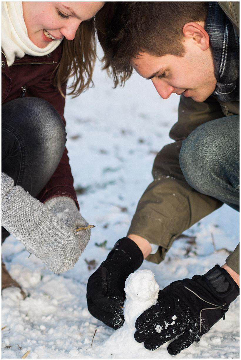 portraitfotograf-winterfotoshooting-winterportrait-paarportrait-paarfotos-pärchenfotos-natürliche-portraitfotos-münchen-rosenheim-by-katrin-kind-photography_0019.jpg