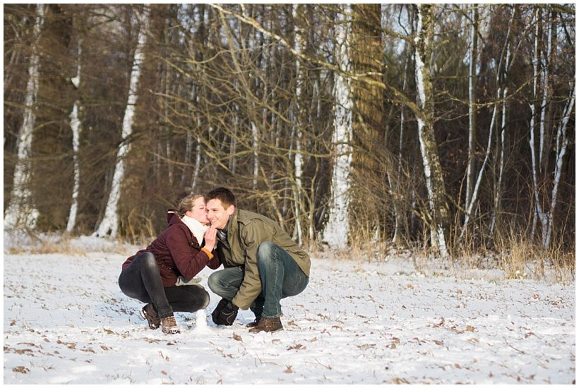 portraitfotograf-winterfotoshooting-winterportrait-paarportrait-paarfotos-pärchenfotos-natürliche-portraitfotos-münchen-rosenheim-by-katrin-kind-photography_0020.jpg
