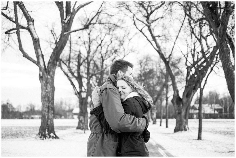 portraitfotograf-winterfotoshooting-winterportrait-paarportrait-paarfotos-pärchenfotos-natürliche-portraitfotos-münchen-rosenheim-by-katrin-kind-photography_0034.jpg