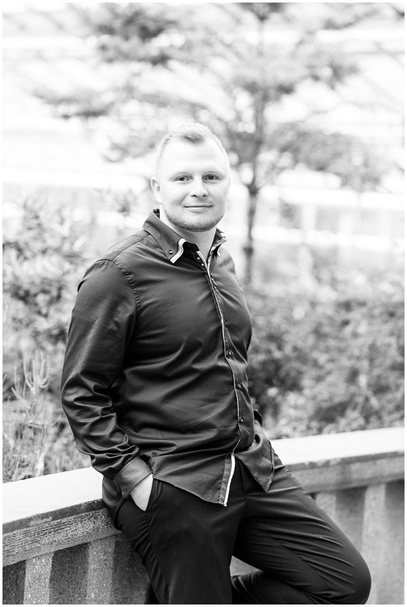 fotoshooting-verlobungsshooting-verlobungsfotos-hochzeitsfotograf-botanischer-garten-münchen-paarportrait-paarfotos-portraitbilder-natürliche-portraitfotos-by-katrin-kind-photography_0012.jpg