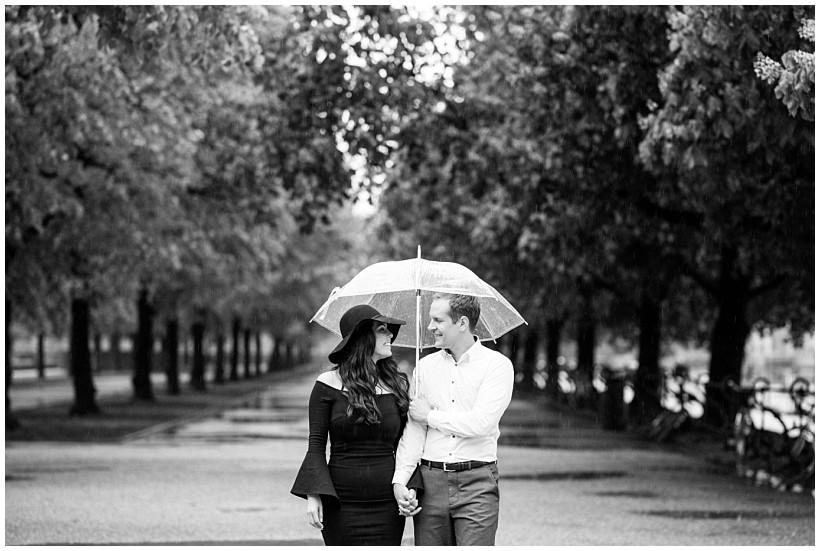 fotoshooting-engagement-session-verlobungsshooting-verlobungsfotos-hofgarten-fünf-höfe-münchen-munich-natürliche-portraitfotos-by-katrin-kind-photography_0011.jpg