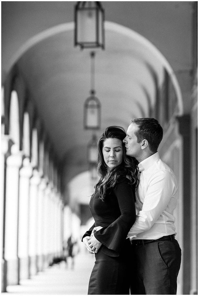 fotoshooting-engagement-session-verlobungsshooting-verlobungsfotos-hofgarten-fünf-höfe-münchen-munich-natürliche-portraitfotos-by-katrin-kind-photography_0013.jpg