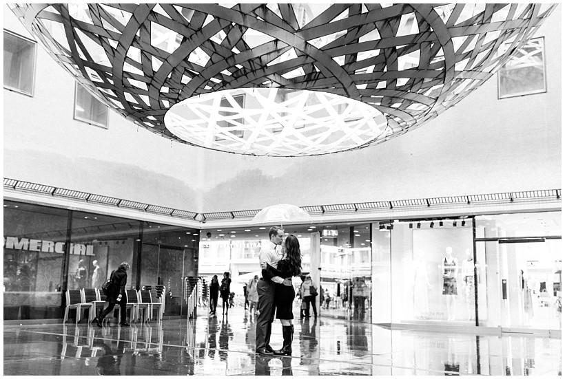 fotoshooting-engagement-session-verlobungsshooting-verlobungsfotos-hofgarten-fünf-höfe-münchen-munich-natürliche-portraitfotos-by-katrin-kind-photography_0006.jpg