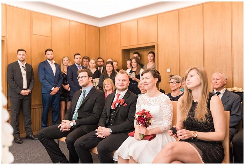 hochzeitsfotograf-hochzeitsreportage-hochzeit-standesamt-mandlstraße-gasthof-hinterbrühl-münchen-wedding-photographer-katrin-kind-photography_0012.jpg