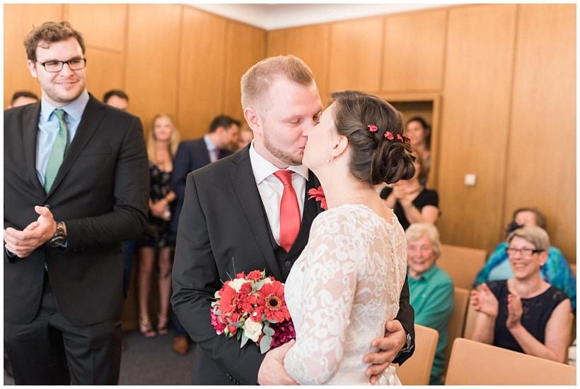 hochzeitsfotograf-hochzeitsreportage-hochzeit-standesamt-mandlstraße-gasthof-hinterbrühl-münchen-wedding-photographer-katrin-kind-photography_0014.jpg
