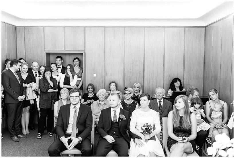 hochzeitsfotograf-hochzeitsreportage-hochzeit-standesamt-mandlstraße-gasthof-hinterbrühl-münchen-wedding-photographer-katrin-kind-photography_0015.jpg