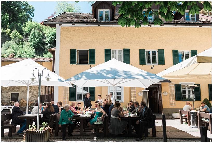 hochzeitsfotograf-hochzeitsreportage-hochzeit-standesamt-mandlstraße-gasthof-hinterbrühl-münchen-wedding-photographer-katrin-kind-photography_0035.jpg