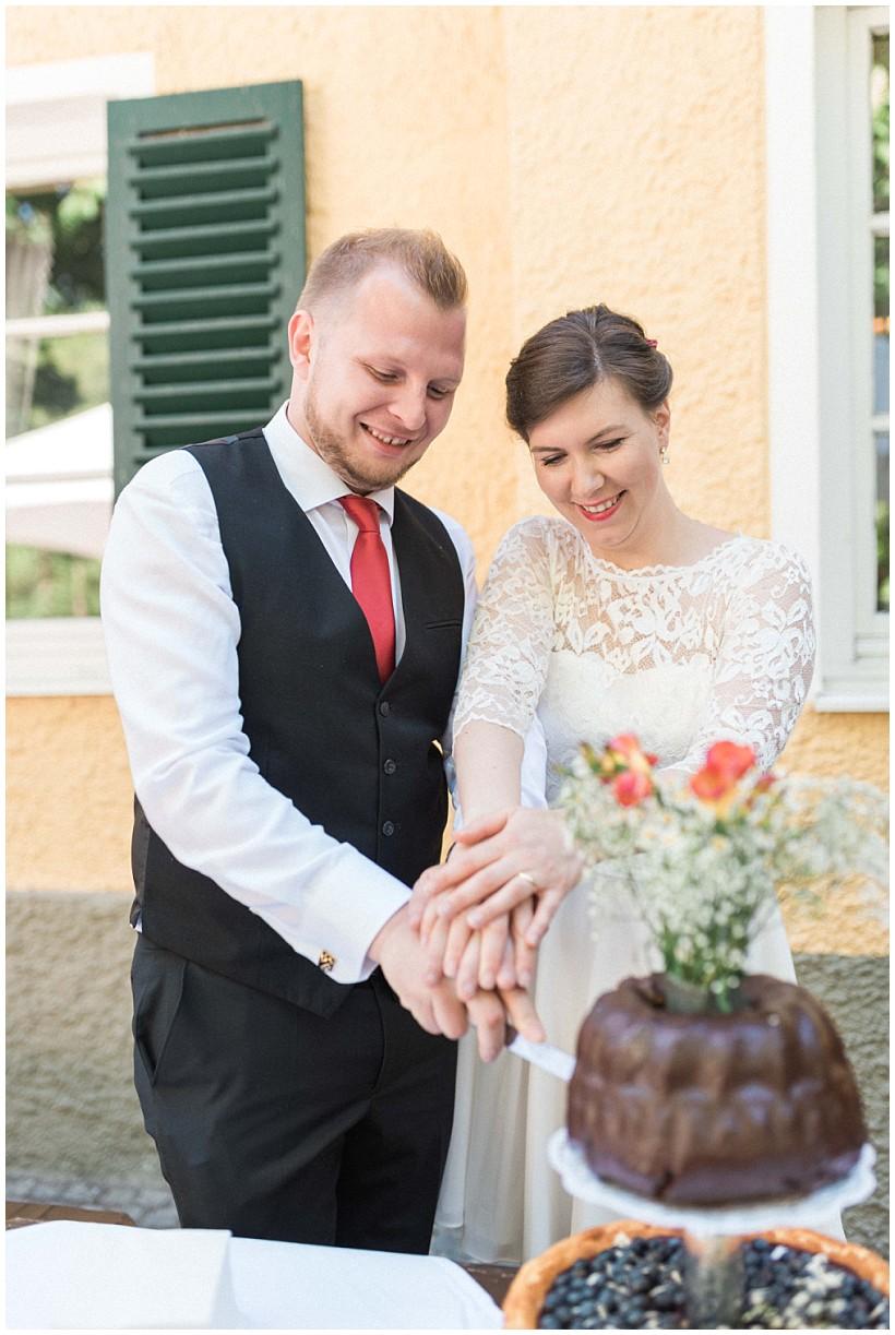 hochzeitsfotograf-hochzeitsreportage-hochzeit-standesamt-mandlstraße-gasthof-hinterbrühl-münchen-wedding-photographer-katrin-kind-photography_0060.jpg