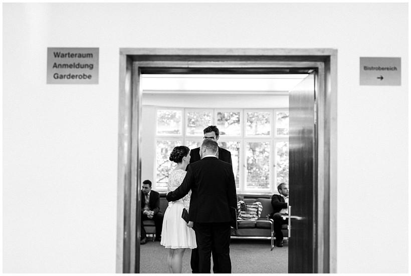 hochzeitsfotograf-hochzeitsreportage-hochzeit-standesamt-mandlstraße-gasthof-hinterbrühl-münchen-wedding-photographer-katrin-kind-photography_0008.jpg