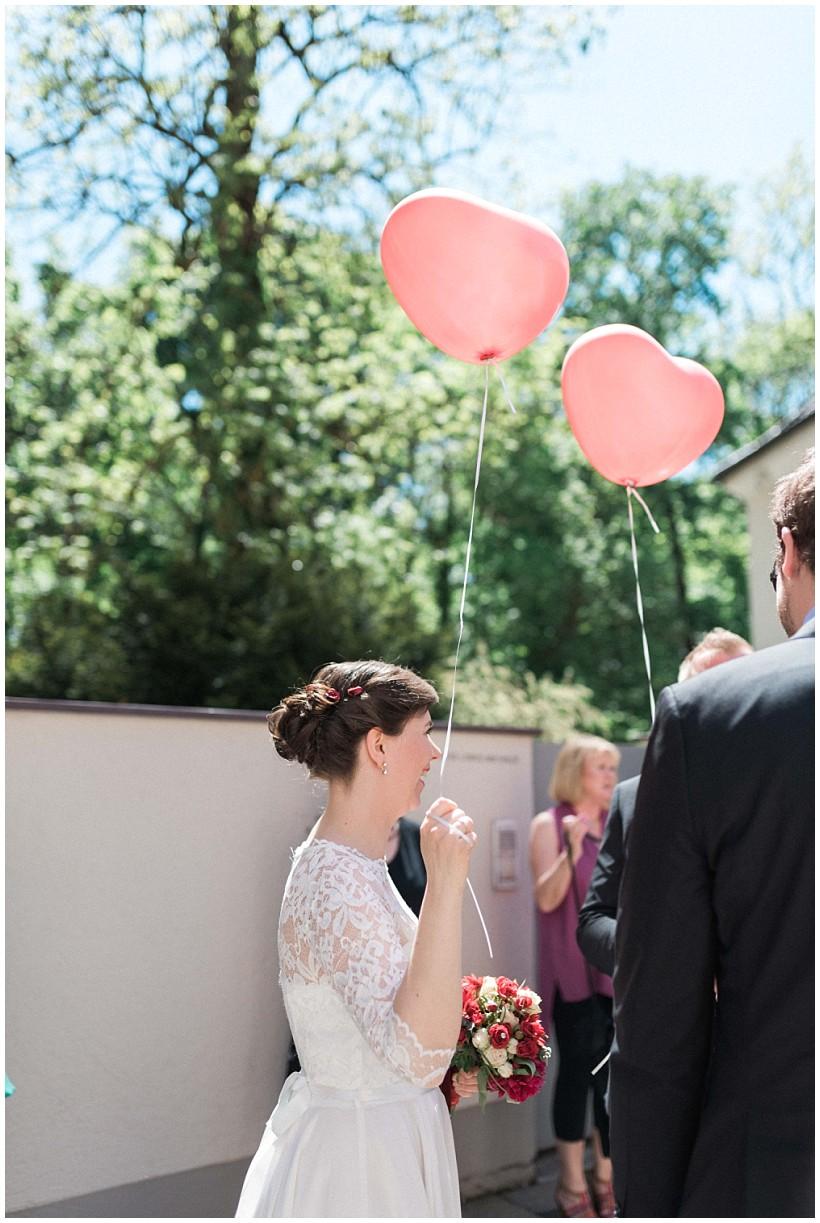 hochzeitsfotograf-hochzeitsreportage-hochzeit-standesamt-mandlstraße-gasthof-hinterbrühl-münchen-wedding-photographer-katrin-kind-photography_0022.jpg