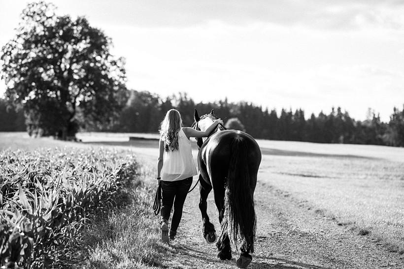 pferdefotograf-pferdeportrait-equine-horse-photographer-fotoshooting-mit-pferd-natürliche-portraitfotos-portraitfotograf-münchen-rosenheim-by-katrin-kind-photography_0018.jpg