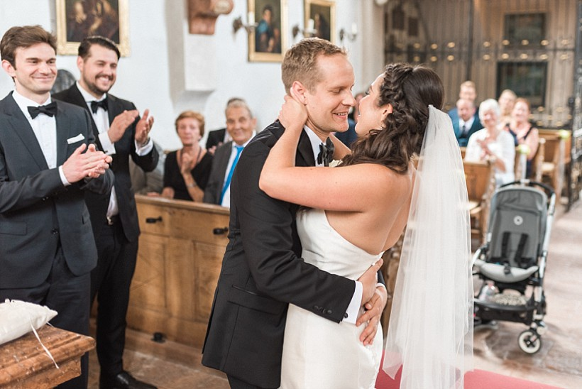 hochzeitsfotograf-hochzeitsreportage-hochzeit-chiemsee-malerwinkel-seebruck-ising-münchen-rosenheim-wedding-photographer-katrin-kind-photography_0054.jpg