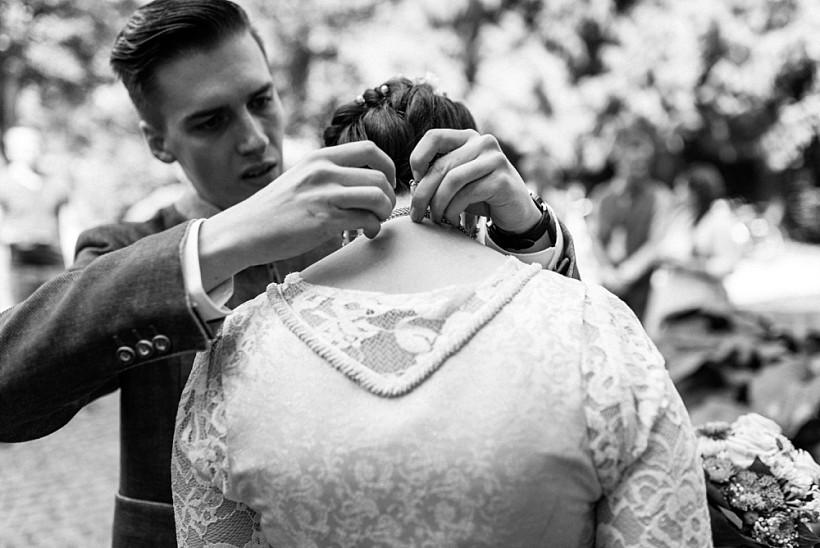 hochzeitsfotograf-standesamtliche-hochzeit-in-tracht-standesamt-rathaus-schloss-ismaning-münchen-rosenheim-civil-wedding-katrin-kind-photography_0004.jpg