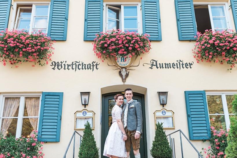 hochzeitsfotograf-standesamtliche-hochzeit-in-tracht-standesamt-rathaus-schloss-ismaning-münchen-rosenheim-civil-wedding-katrin-kind-photography_0051.jpg