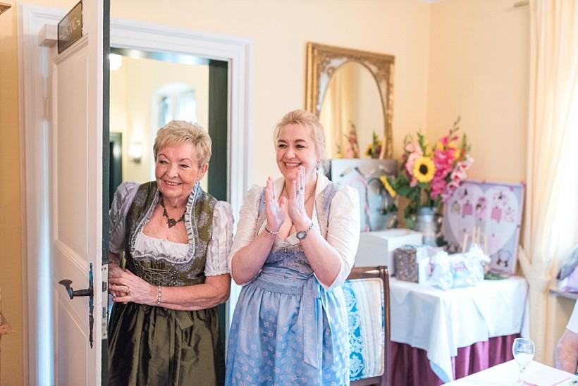 Hochzeitsfotograf München - Hochzeit in Tracht im Standesamt Schloss Ismaning