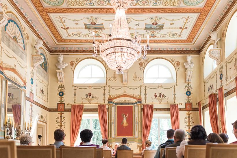 hochzeitsfotograf-standesamtliche-hochzeit-in-tracht-standesamt-rathaus-schloss-ismaning-münchen-rosenheim-civil-wedding-katrin-kind-photography_0011.jpg