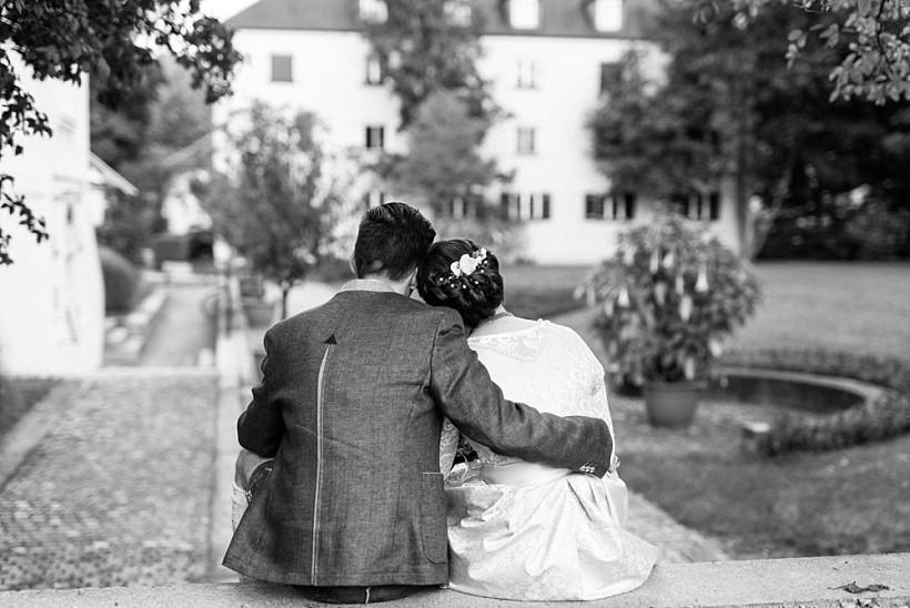 hochzeitsfotograf-standesamtliche-hochzeit-in-tracht-standesamt-rathaus-schloss-ismaning-münchen-rosenheim-civil-wedding-katrin-kind-photography_0038.jpg