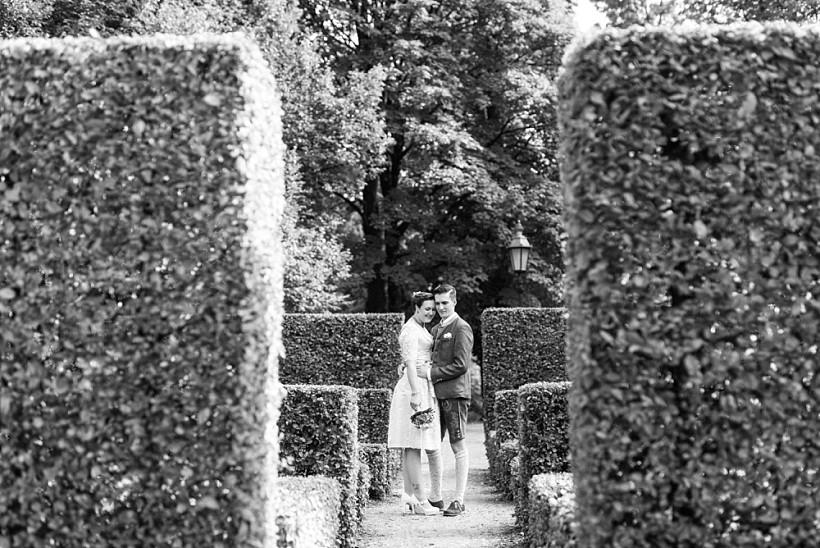 hochzeitsfotograf-standesamtliche-hochzeit-in-tracht-standesamt-rathaus-schloss-ismaning-münchen-rosenheim-civil-wedding-katrin-kind-photography_0046.jpg