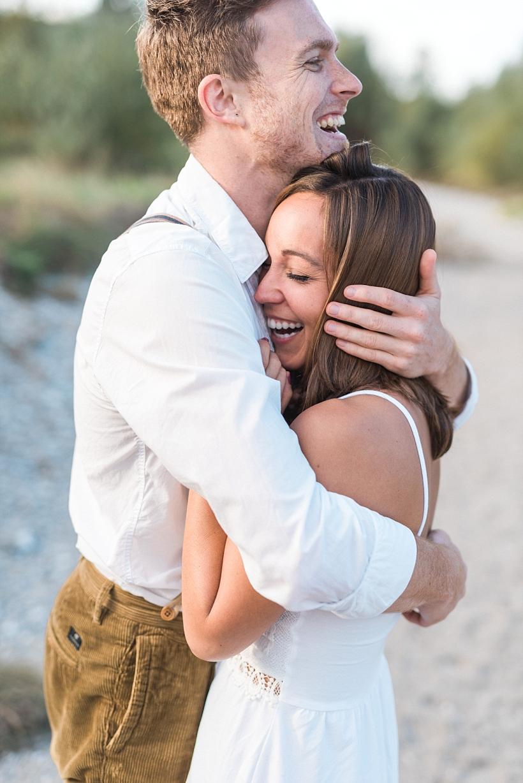 Hochzeitsfotograf München Rosenheim Verlobungsshooting Engagement Session an der Isar