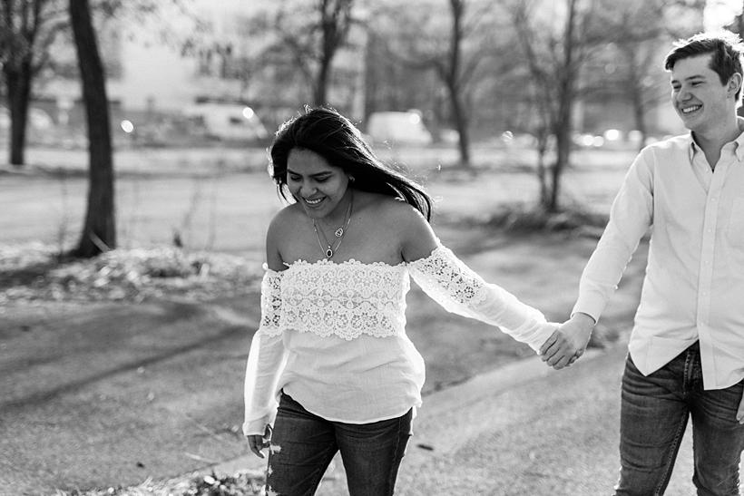 Hochzeitsfotograf München • Verlobungsfotos mit einem jungen Paar in München