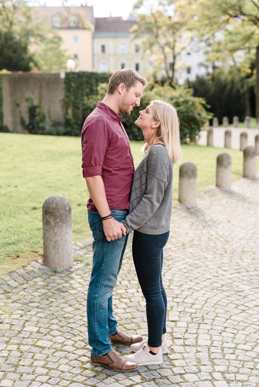 Verlobungsfotos im Herbst in München