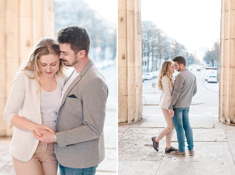 Verliebtes Paar am Königsplatz in München