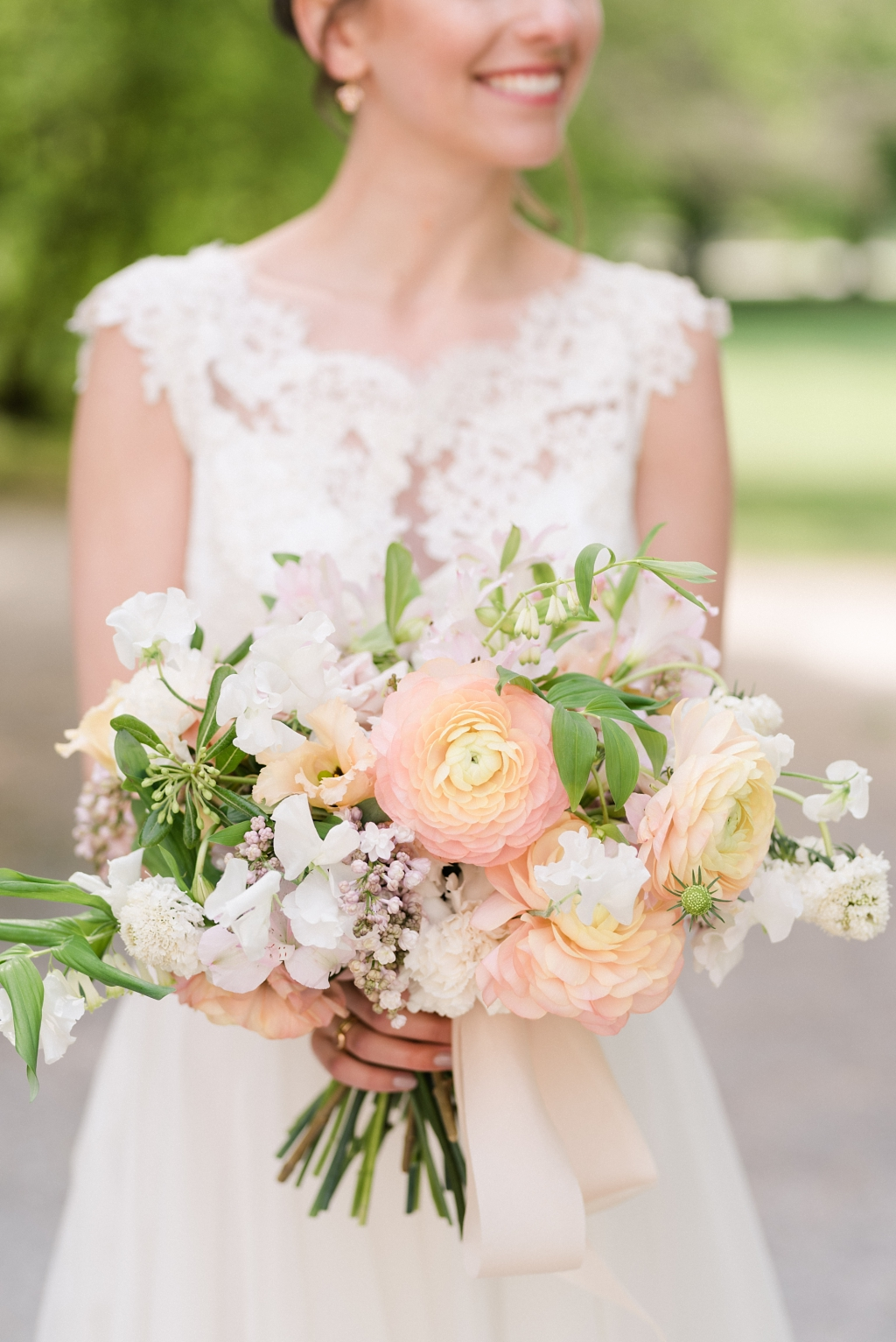Brautstrauß mit Ranunkeln in Koralle Pfirsich und Rosa