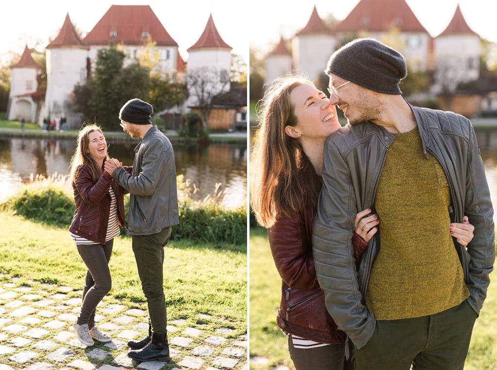 Verlobtes Paar am Schloss Blutenburg